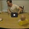 【四つ子の笑わせ方】お父さん「ブルブルブル」、四つ子ちゃんの反応は…
