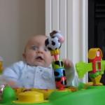 赤ちゃん本気で驚くと…マジ顔が面白い赤ちゃん動画