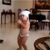 ママの鼻歌で踊りだす!グラマラスベイビーの腰使いが凄い!