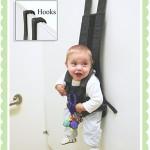 赤ちゃんを壁に掛けるフック「The Babykeeper Basic」が話題