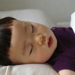 寝つきが悪い子&夜中に何度も起きる子の原因と対処法