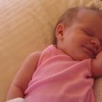 新生児の寝かしつけは「入眠儀式」と「眠りの関連付け」が重要?!